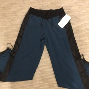 Lululemon Run Right Round pant. NWT. Size 6